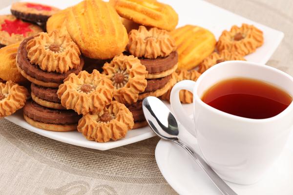 Раздача заказов. Вкусные и свежие кондитерские изделия и Чай Казахстана - чай высшего качества