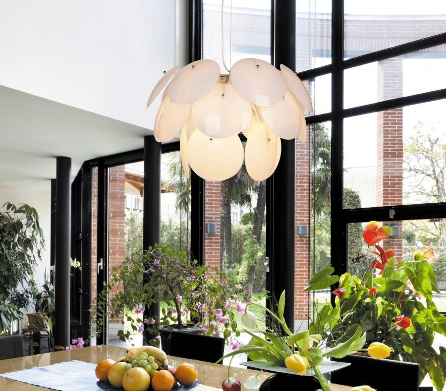 Сбор заказов. Самые популярные модели: люстры, светильники, торшеры, настольные лампы, бра.
