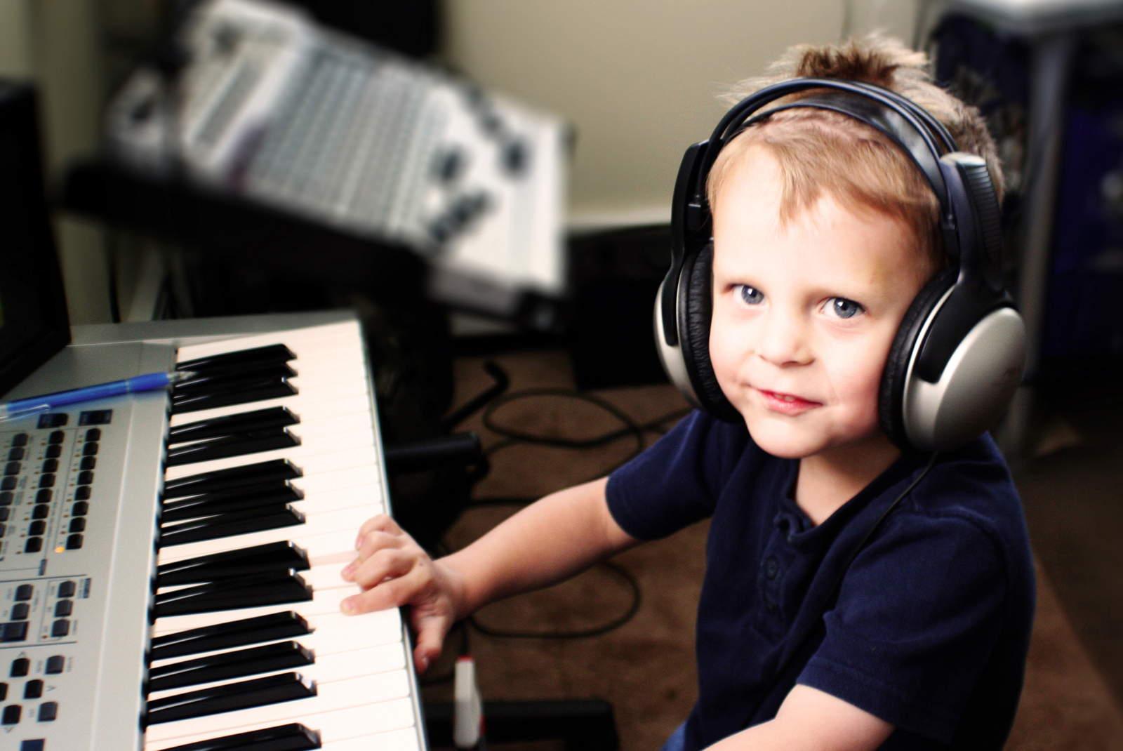 10 причин учить ребёнка музыке!