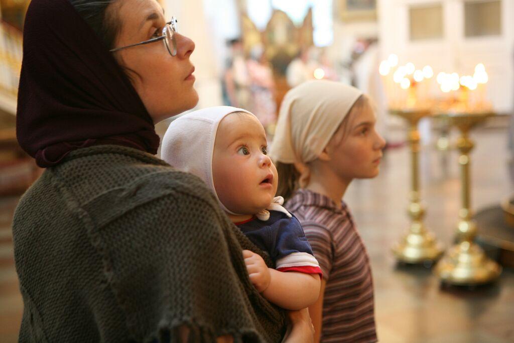 Научите детей молитве.