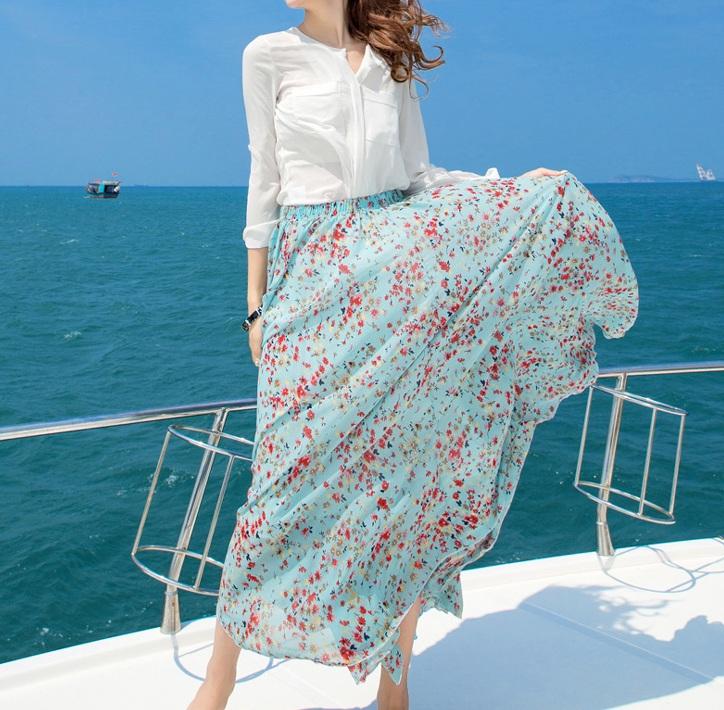 Цветные джинсы 550 руб, цветные майки, цветные юбки короткие и в пол и многое другое