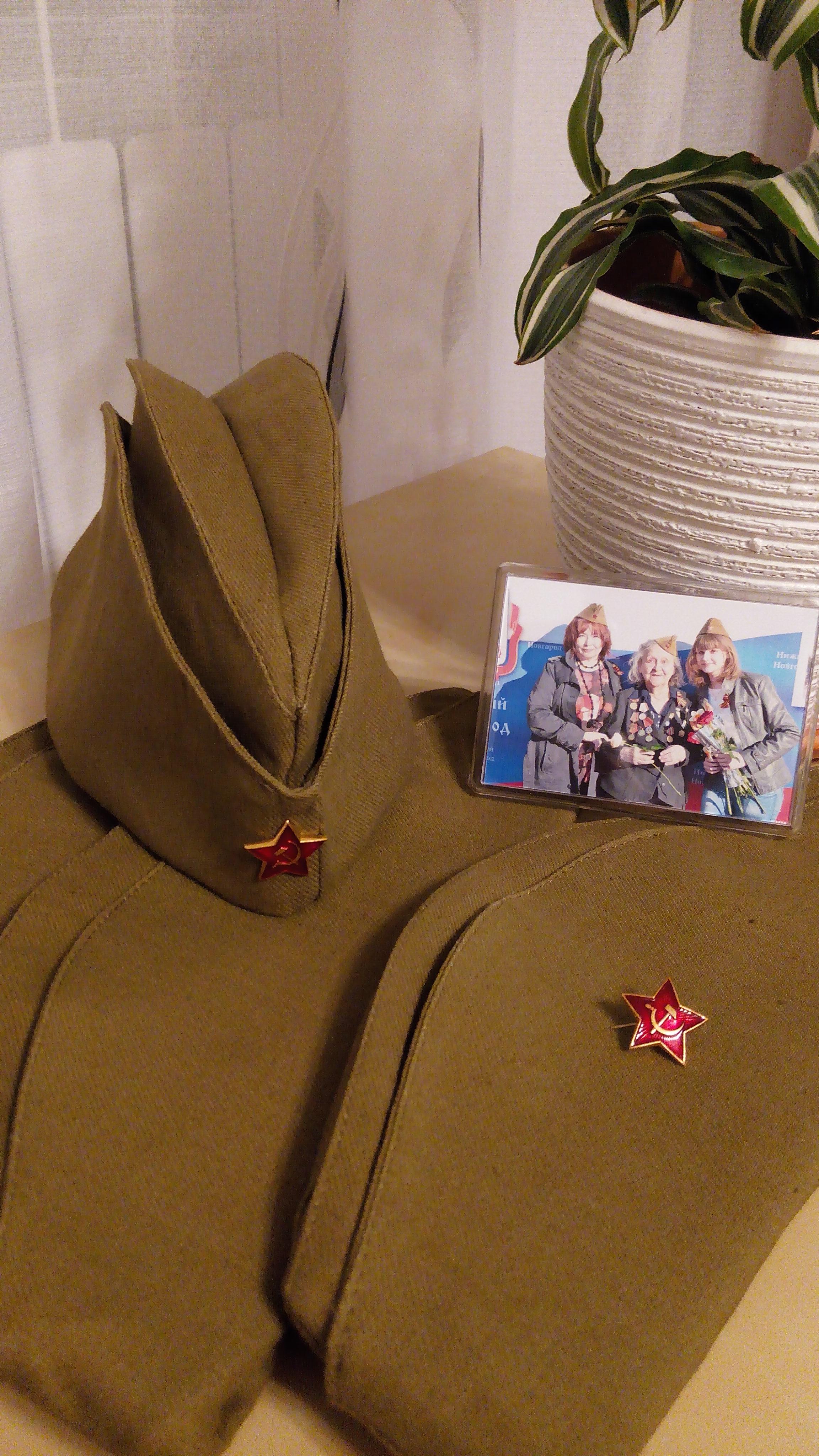 Продаем солдатские пилотки, новые, со звездой. в розницу. 300р