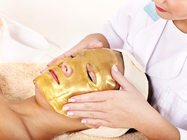 Отдают даром коллагеновые маски для лица и ещё есть очищающие полоски для носа супер дешево (с)