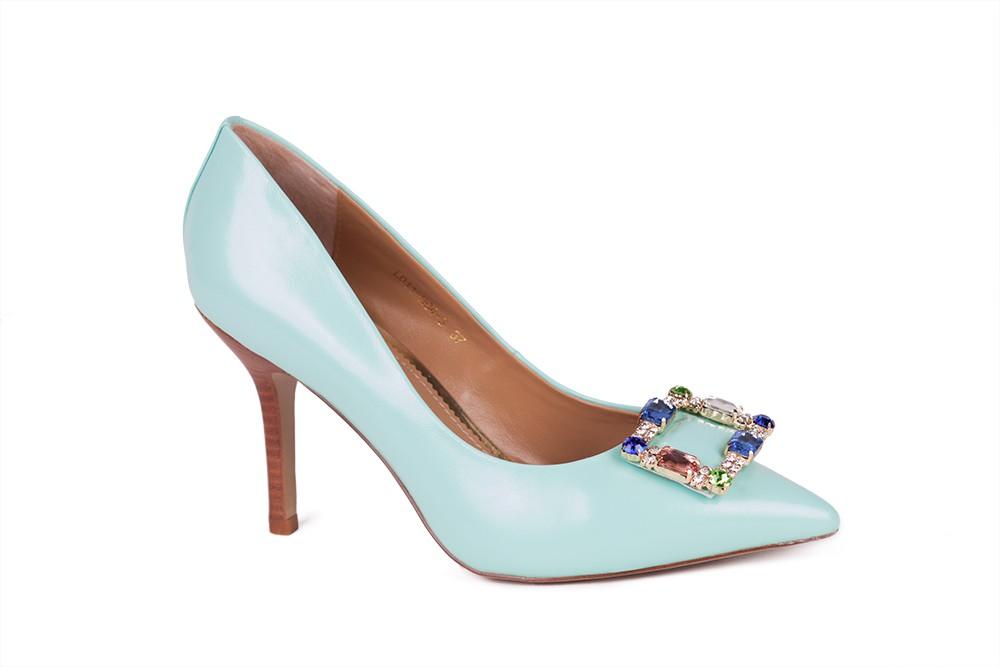 продаю туфли небесно голубого цвета 2400 руб