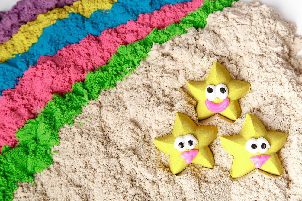Самая лучшая игрушка для детей-это кучка песка!