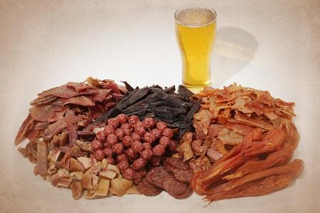 Сушеные морепродукты, гренки, сухарики, чипсы, орешки - приятные вкусности.