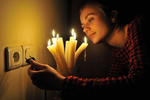 У меня отключили электричество, сижу на остатках батарейки, к вечеру обещали дать и я отвечу на ваши вопросы :)