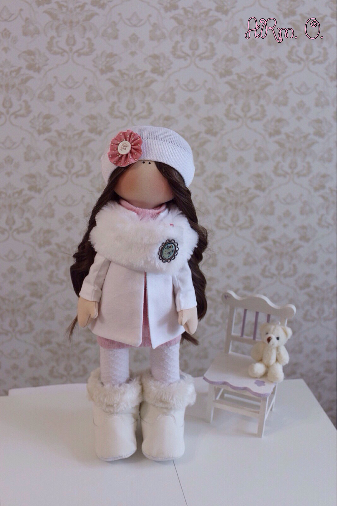 Куколка-снежинка