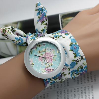 Цветные часики от 150 руб. Ремешки - силикон, керамика, кожа и новинки - часы на платке. Самые низкие цены на копии Michael Kors
