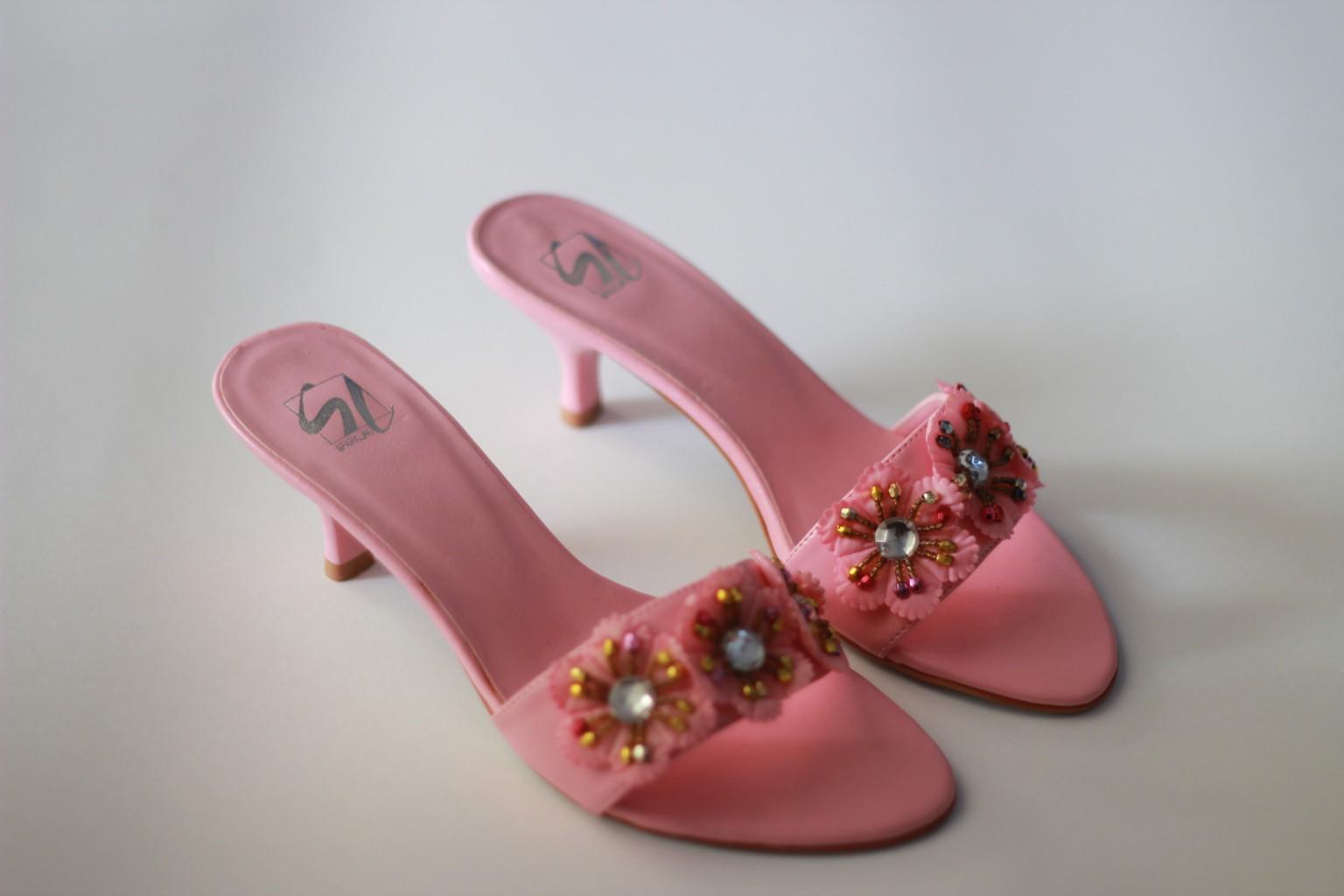 Сбор заказов. Большой выбор обуви со скидкой 60-80 %. Много моделей из натуральной кожи, замши, меха! Туфли, сапоги, ботильоны, ботинки.