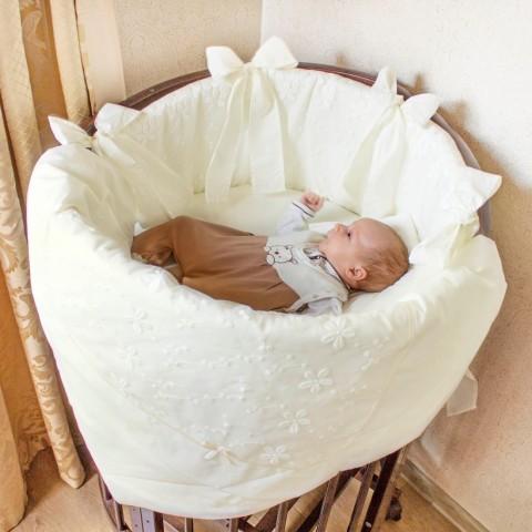 Комплекты для круглых кроваток теперь в Крошкином Доме!!! Все для деток и с огромной любовью)))
