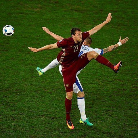 Вся суть Российской сборной в одном фото при игре со Словакией, где Россия продула со счетом 1-2
