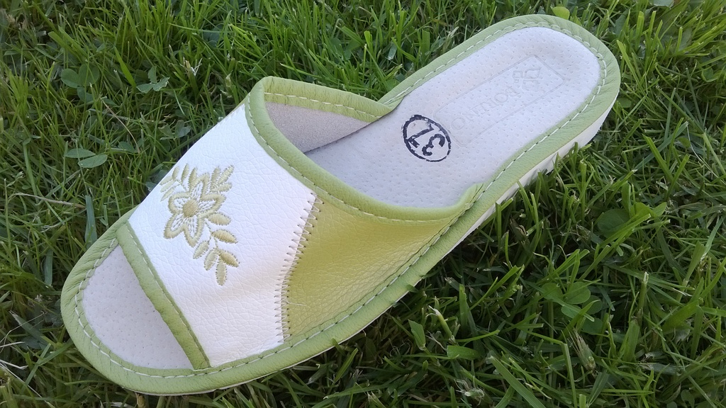 Красивые и комфортные тапочки из натуральных материалов. Стельки с анатомическим профилем обеспечат отдых Вашим ножкам! Без рядов! Есть распродажа. Выкуп 6