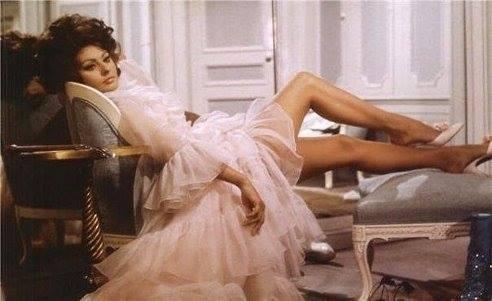 Есть женщины, которые так и не дождавшись принца на белом коне, самостоятельно становятся королевами...