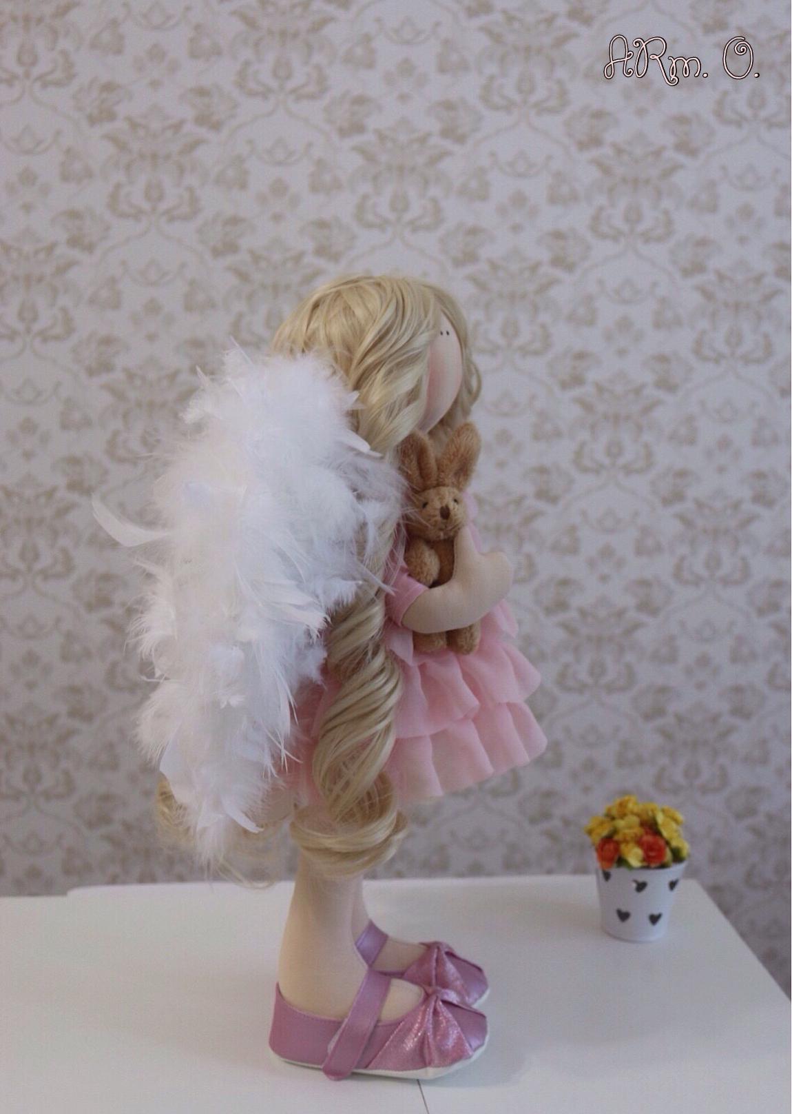 И опять ангел-хранитель, какие же они воздушные