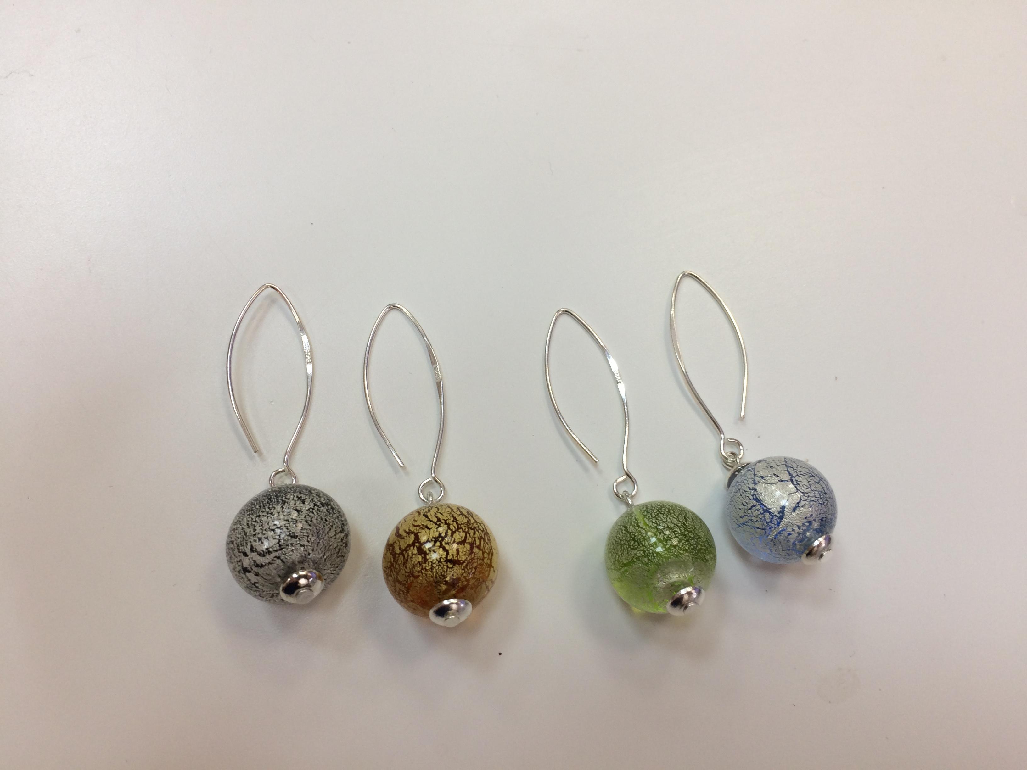 Новые утрамодные серьги. Настоящая драгоценность! Швенза - серебро 925 пробы. Внутри стеклянной бусины песок из настоящего серебра или золота.