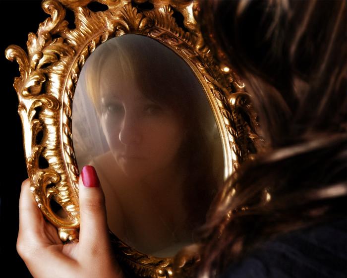 Лишь часть зеркал блистают отраженьем света, гораздо больше отражений речи и ума!!