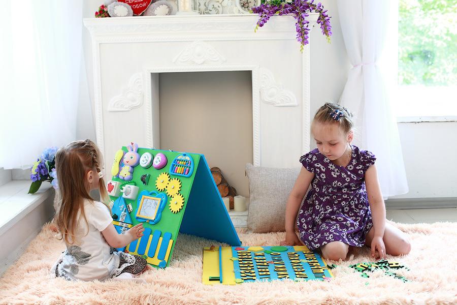 Бизиборд - игрушка, которая развивает ребенка. Правильное развитие малыша по методике Монтессори. Ребенок развивается, родители отдыхают! От 6 месяцев!