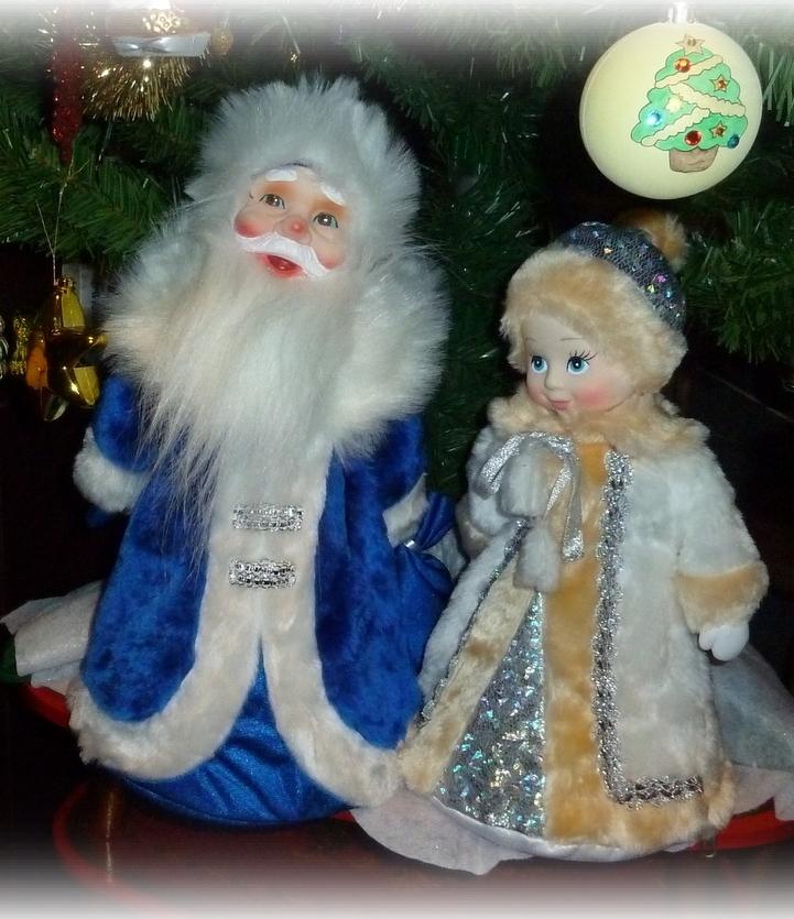Музыкальный Дед Мороз всем подарочки принес! :0)