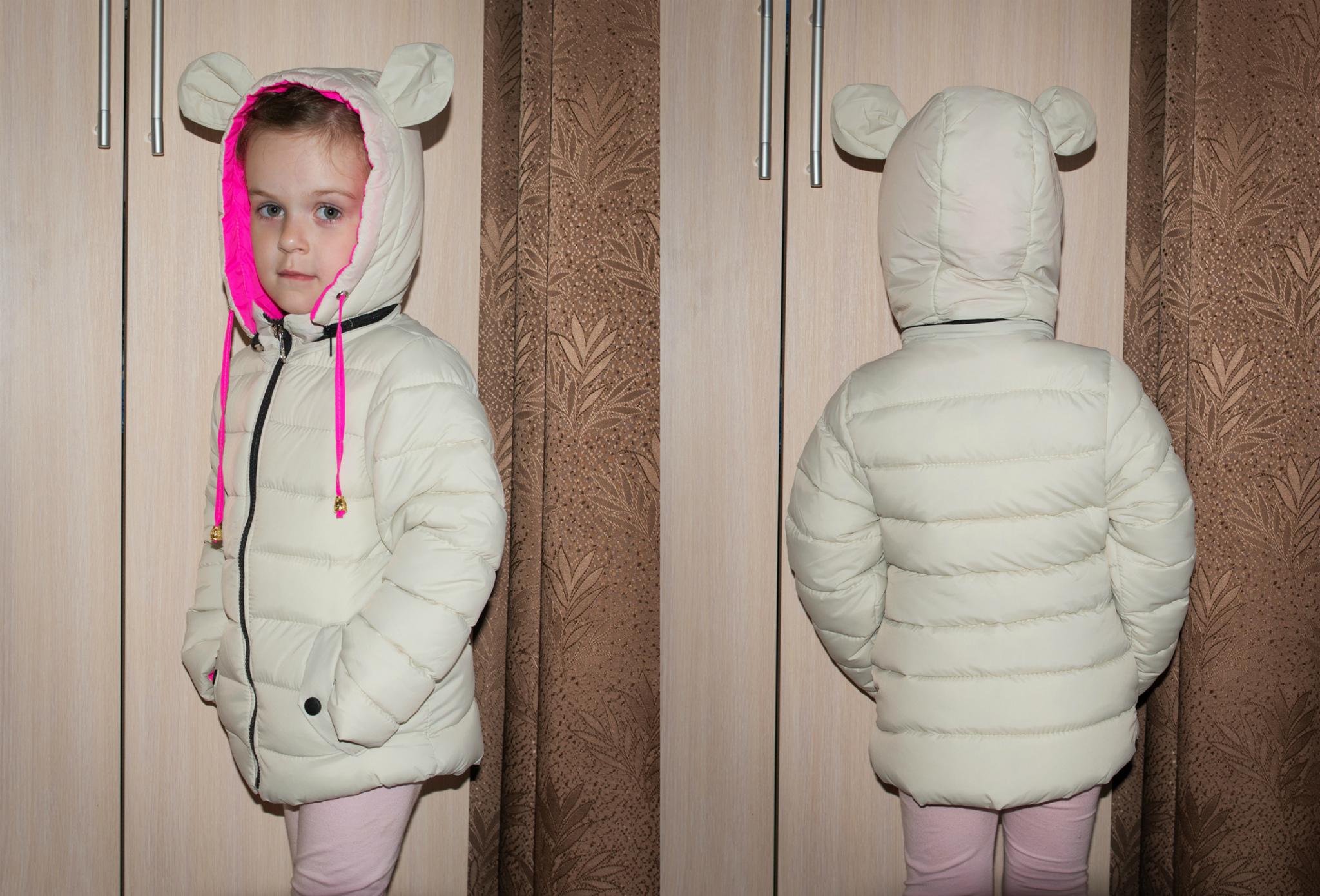 Спортивный стиль для девчонок и мальчишек. Появляются куртки, костюмы на флисе, шапки.