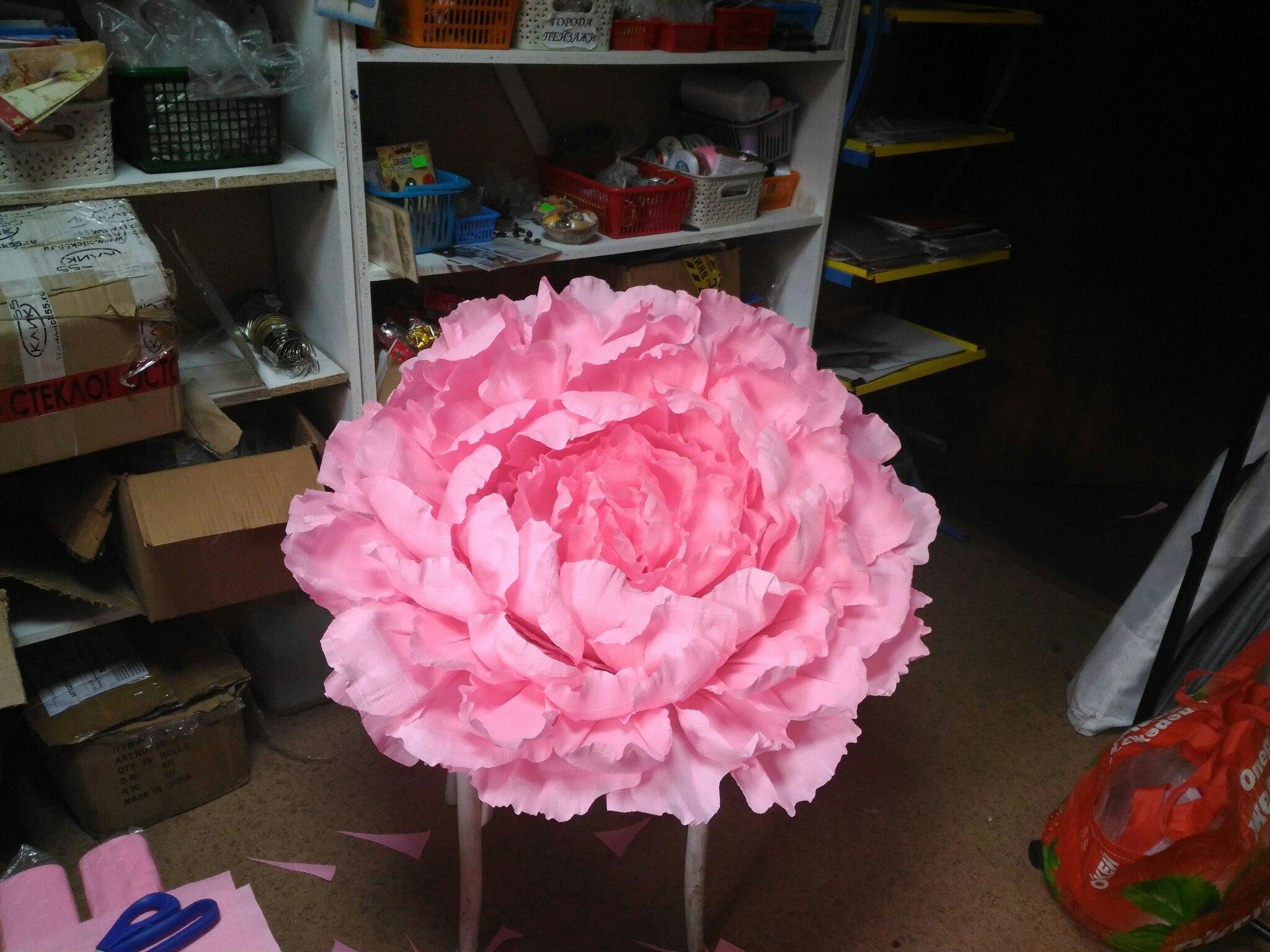 Очень большой цветок из бумаги :)