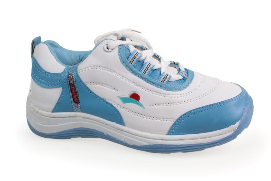 Пристрой женских кроссовок р39