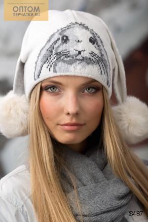 Ух...у нас тут красота! Модные шарфы-снуды ,большой выбор теплых вязаных шапок,а также перчатки.Великолепный подарок, который будет оценен по достоинству.