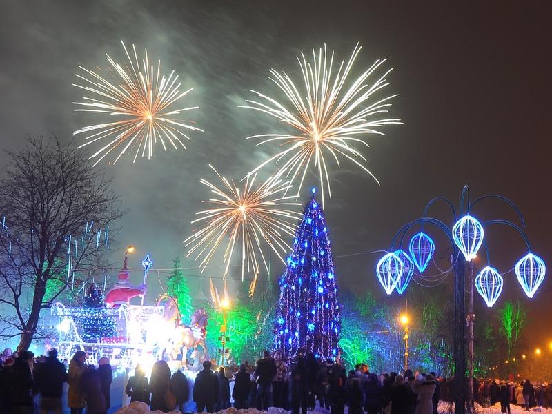 Начнем готовиться к праздникам более основательно? - тогда приглашаю - Салюты, фейерверки, фонтаны, римские свечи, бенгальские огни.