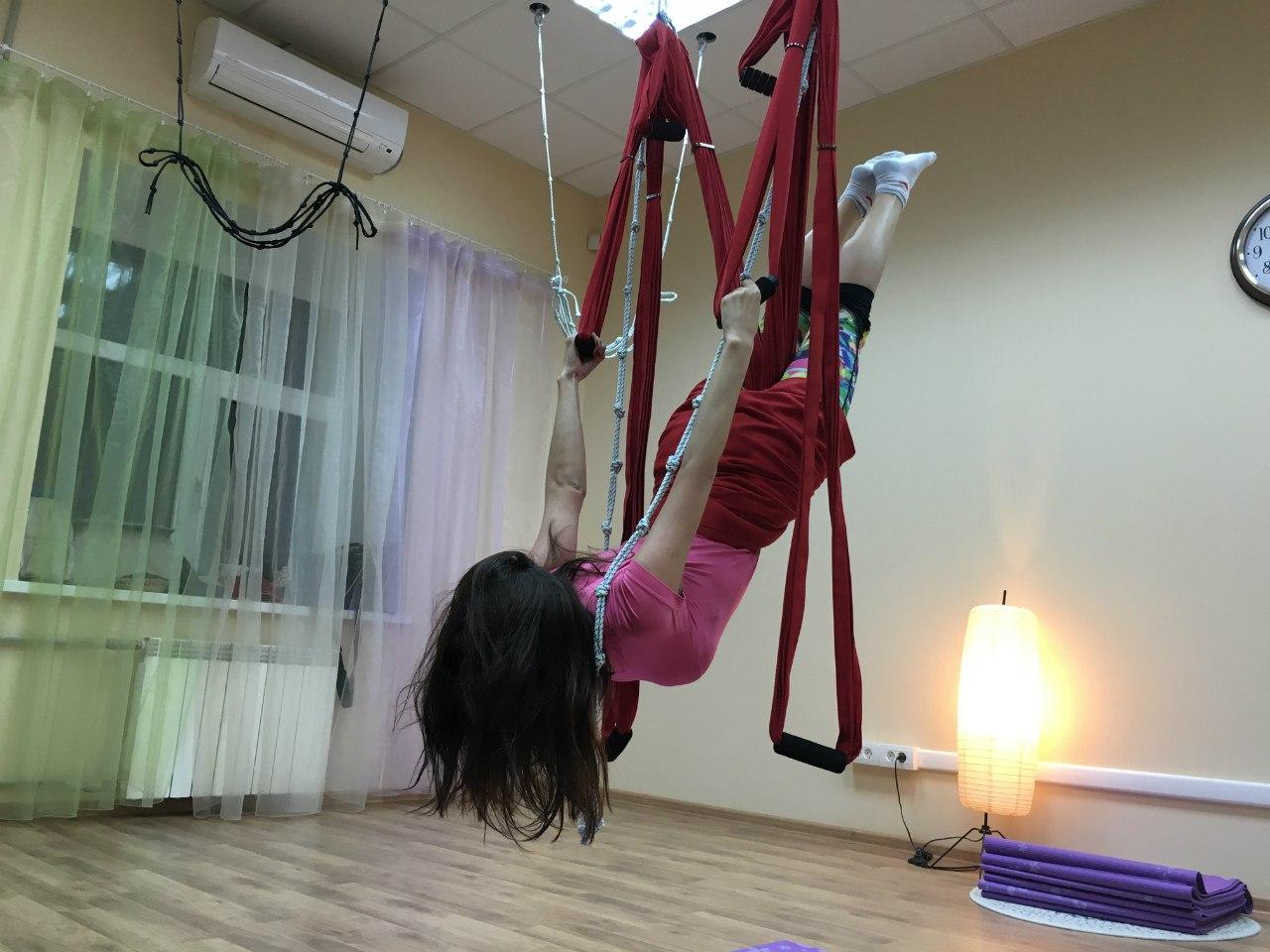 В воздушной йоге отдых важная часть тренировки