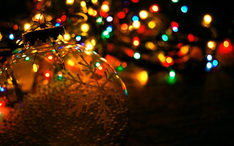 Новогодние гирлянды, воздушные шары и аксессуары для праздника