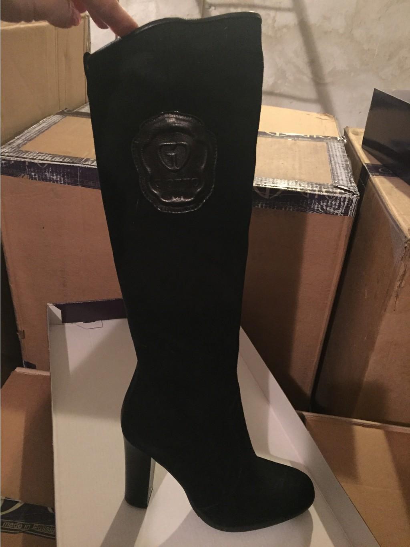 Добрый день! Всех дюймовочек с миниатюрными ножками 35-го размера жду в галерее пристроя)) Шикарные зимние сапожки из натуральных материалов по 1500 ру!