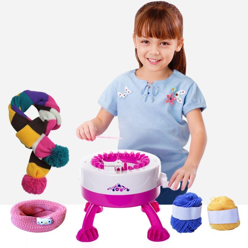 Сбор заказов. Впервые на СП! Детская вязальная машинка. Отличный, оригинальный подарок. Просто заправь нитку и шарфик собственного производства готов. Минималка всего 10 штук. Поставщик снизил цену.