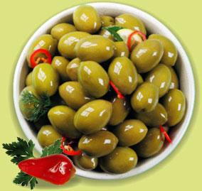 Раздача оливкового масла и пристрой оливок+перчиков чили