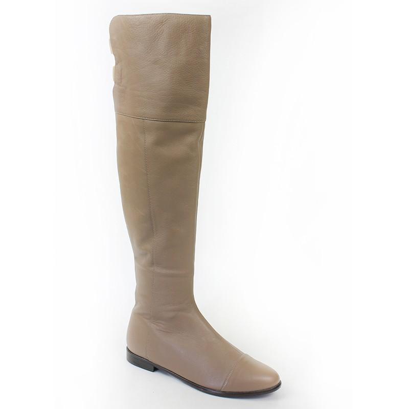 Пристрою новые зимние сапоги, бежевого цвета, нат.кожа+нат.мех, размер 36, по распродаже.