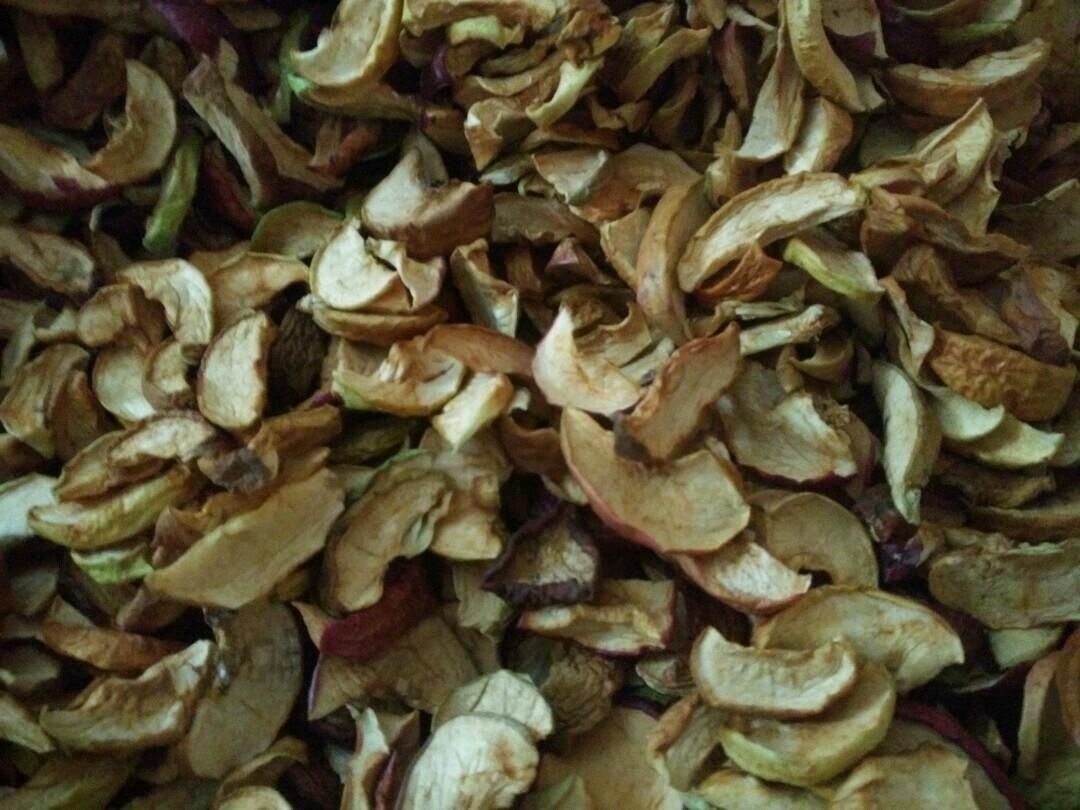 Предлагаю сушеные груши, яблоки, собранные в своем саду.