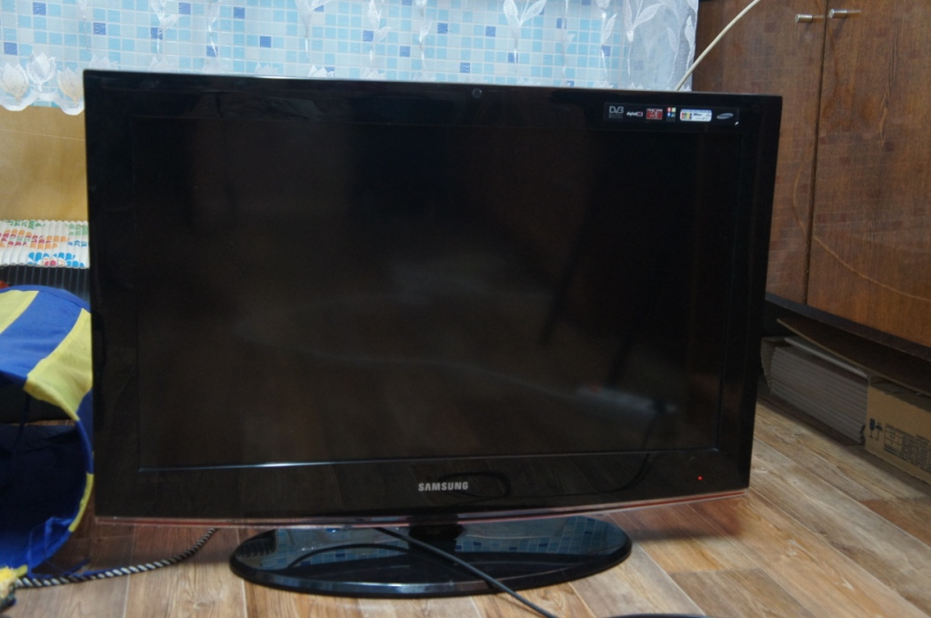 Телевизор Samsung LE32B450C4W