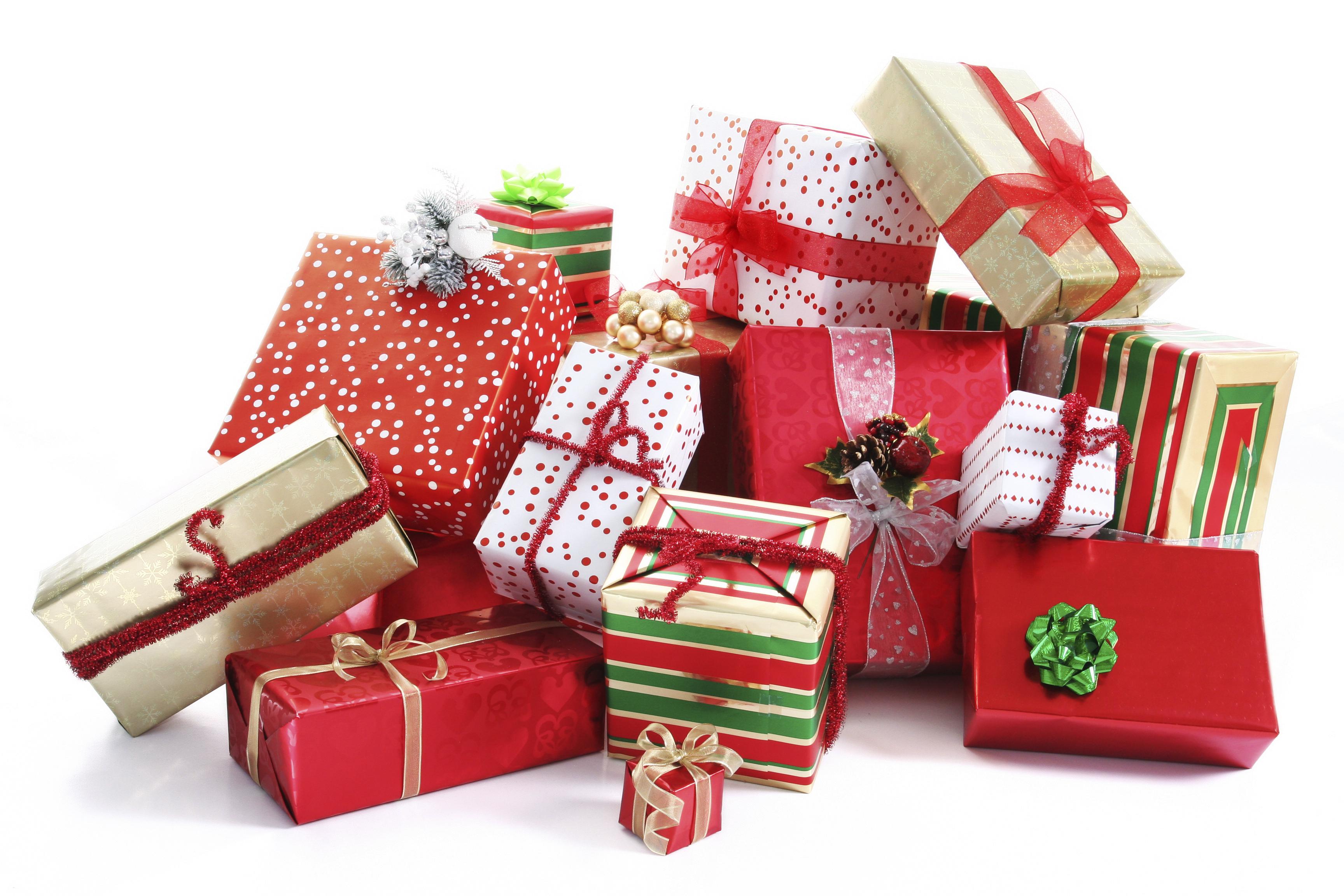 Подарки всем всем всем.Сувениры с символом года-магниты,декоративные доски,подставки под горячее,календари,подвески на елку, а так же шкатулки,ПУШИСТЫЕ ЗАЙКИ и много много всего