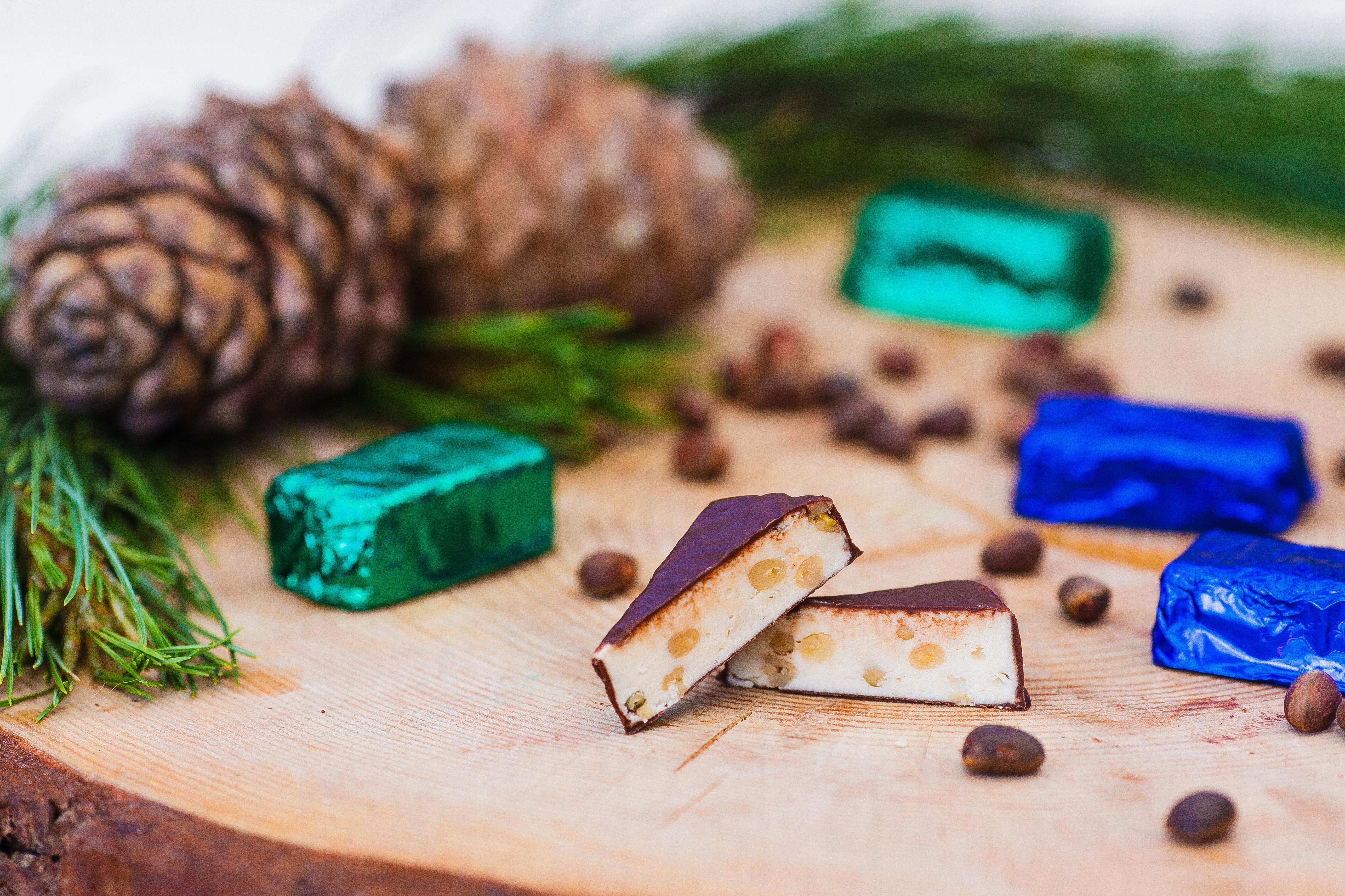Орехи в том числе и кедровые, сухофрукты и элитные кондитерские изделия, варенье из таёжных ягод, таёжный мед. Подарки на Новый Год!