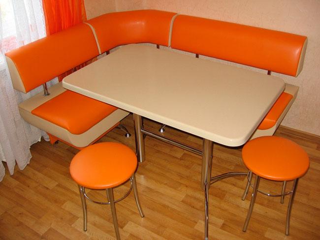 Уголок на кухню со столом