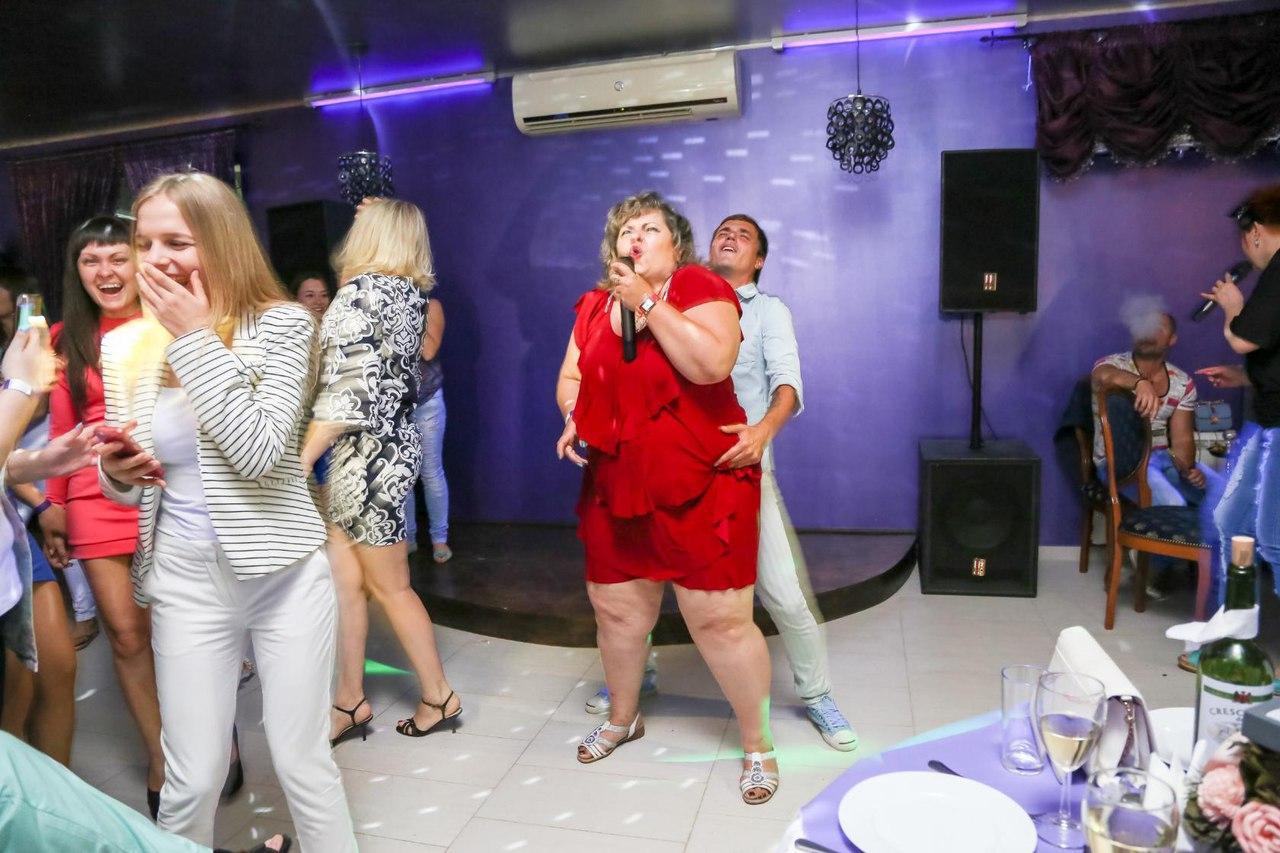 Развратные танцы в клубах 13 фотография