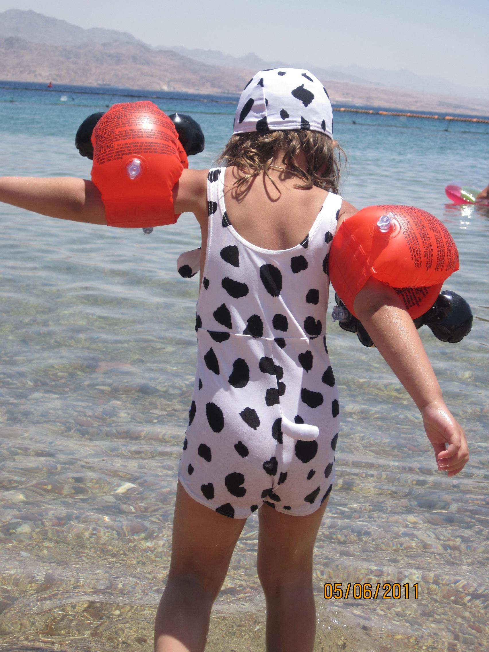Фото девочки голышом на пляже 23 фотография
