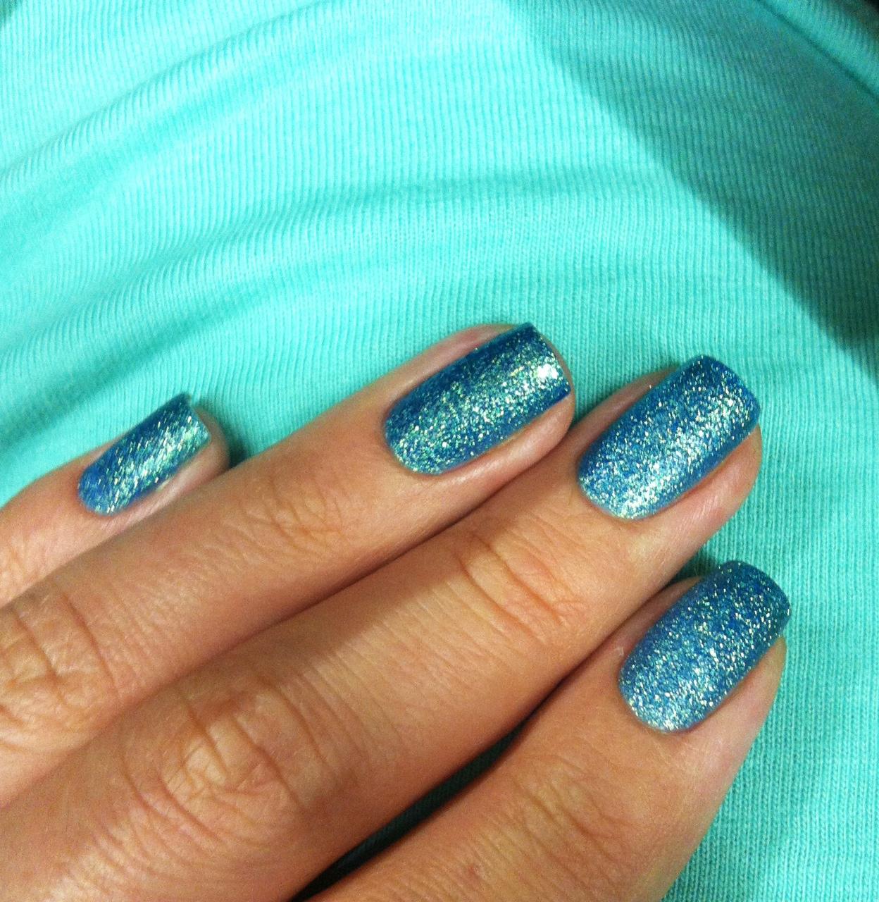 Какой лак для ногтей подойдет к синему платью фото