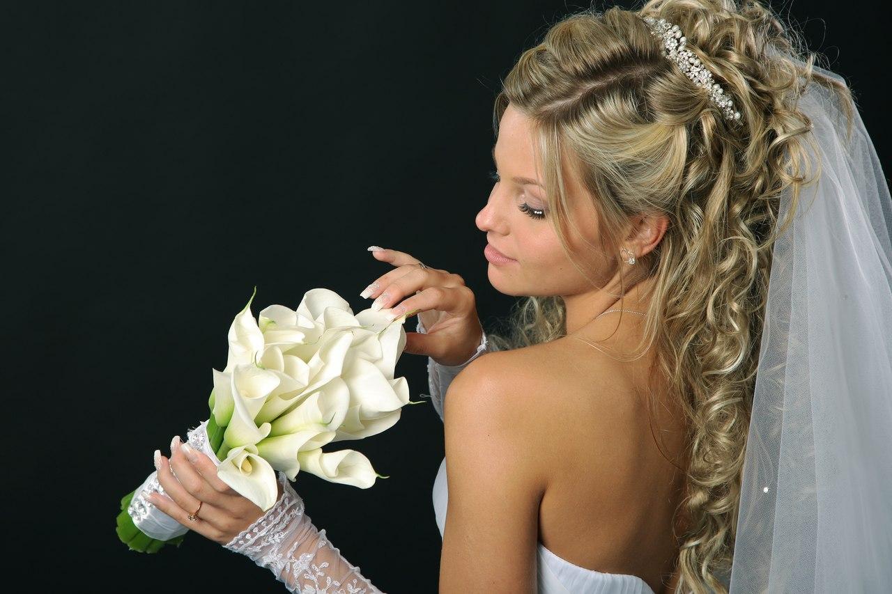 стилист вечерние и свадебные прически
