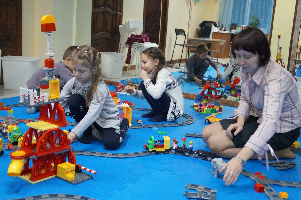 Игру Lego Поезда