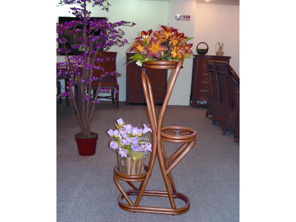 Фото подставки для цветов из ротанга