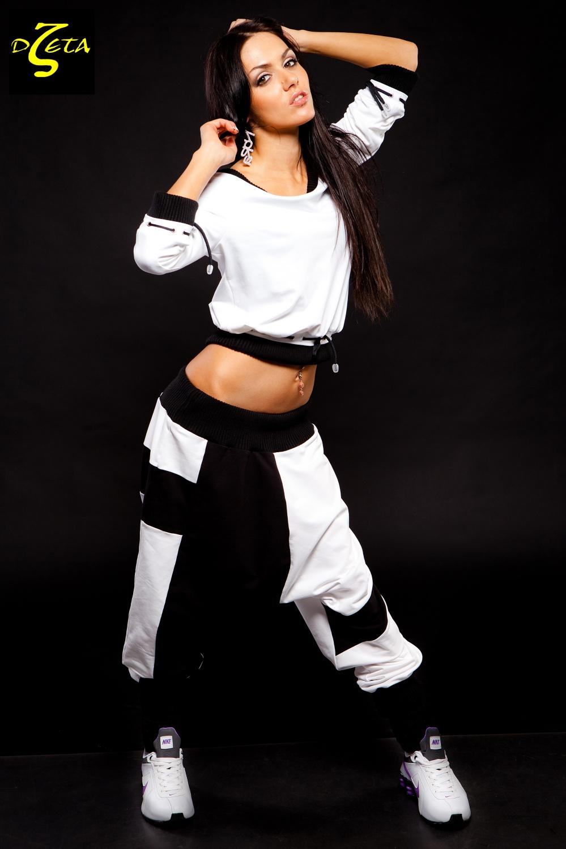 Танцует в белых штанах дома 8 фотография