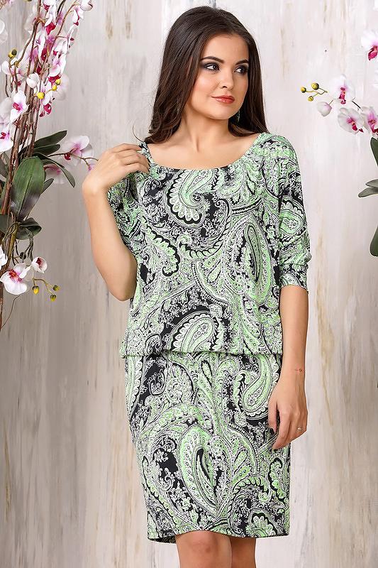 Платье из ткани в огурец