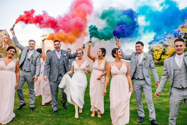 разноцветная свадьба фото стоят