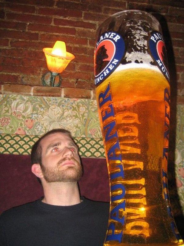Самый большой бокал пива фото