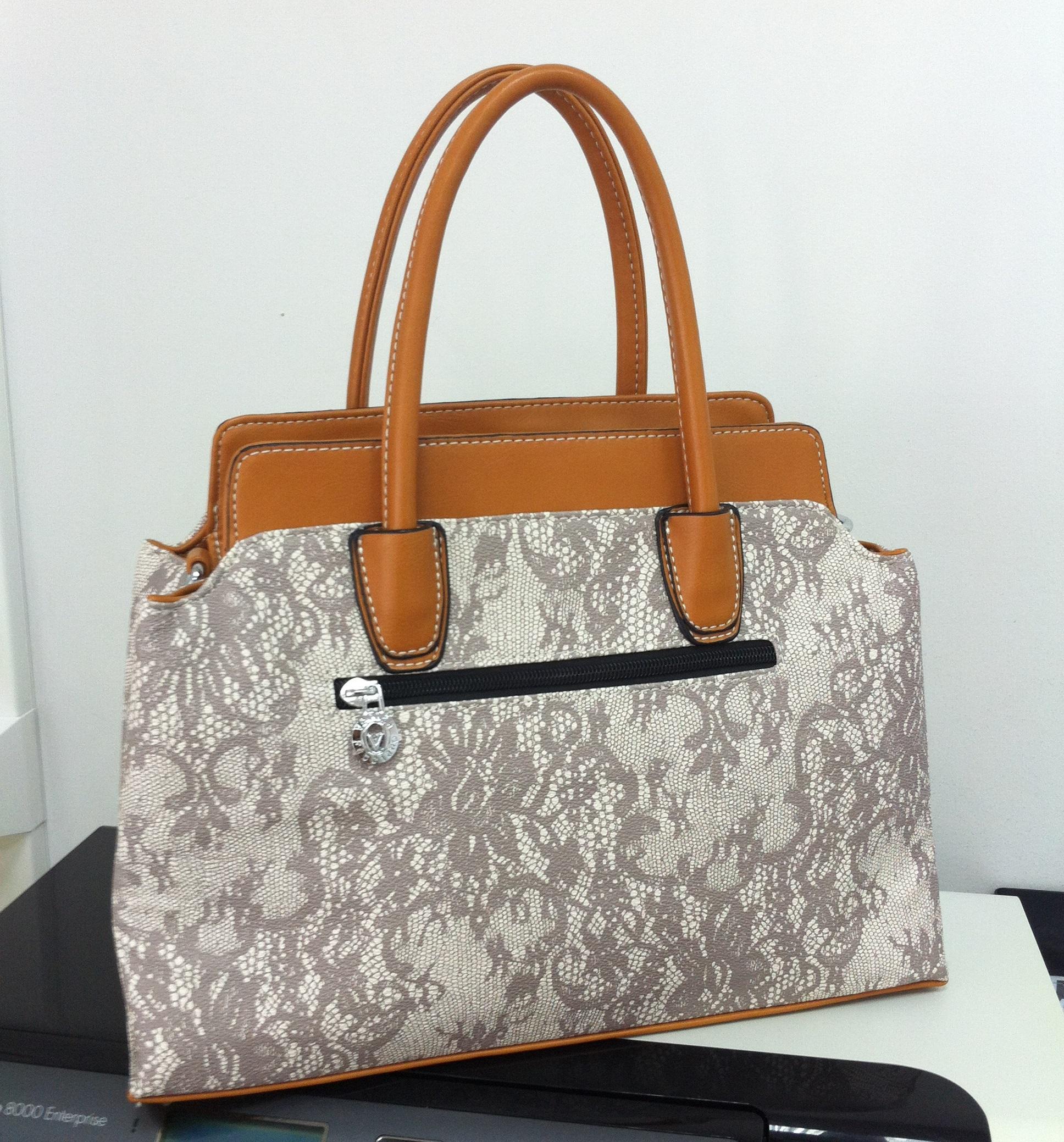 a3406836acd2 Заказывала сумку, очень понравилось качество, всё аккуратно прошито,  упакована была супер, в фирменные пакеты))) Цена сумки в интернет-магазине  в 3 раза ...